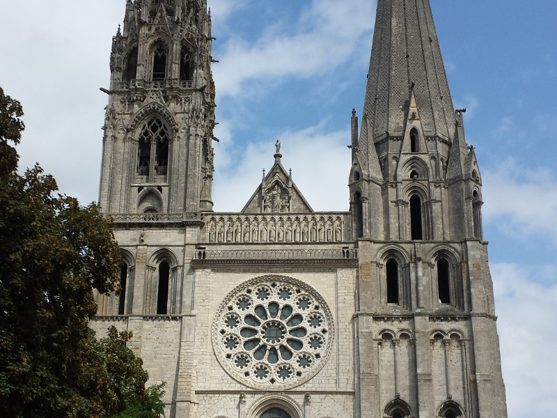 chartres cathedral middle